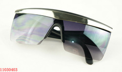 Style sunglasses for men or women with free glass case(China (Mainland))