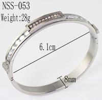 White, threaded stainless steel bracelet