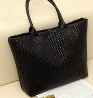 A small amount of inventory Winter new black  lattice woven shoulder female recreation bag free shipping