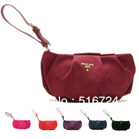 The nylon fold leather handle Bag Cosmetic pull the zipper Clutch Banquet