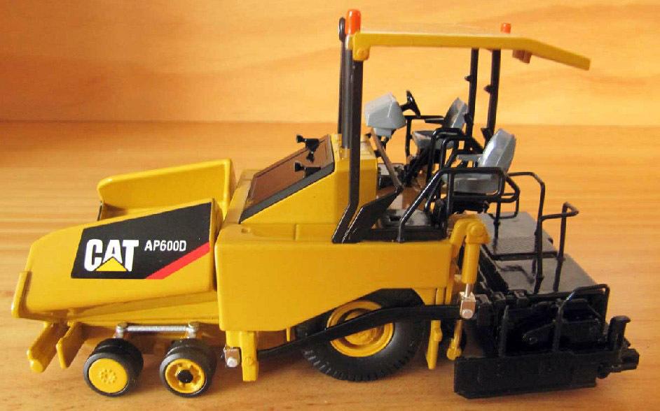 N-55260 1:50 CAT AP600D Asphalt Paver toy(China (Mainland))