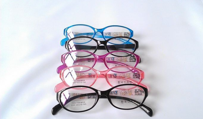 New Arrival Korean Design TR90 Plastic Children's Eyeglasses, Light weight & Safe Acetate Kids Glasses Frame in Assorted Colors(China (Mainland))