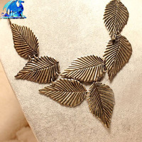Wholesale fashion Bronze gold Leaf short necklace 24pcs/Lot alloy metal Charms feather necklace casual novelty necklace jewelry