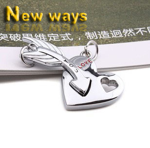 (No chain)Free shipping factory wholesale men's fashion personality an arrow through the love heart lovers Pendant Necklace(China (Mainland))