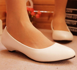 Fashion brief fashion plain pointed toe low-heeled shoes all-match elegant small wedges single shoes women's shoes work shoes(China (Mainland))
