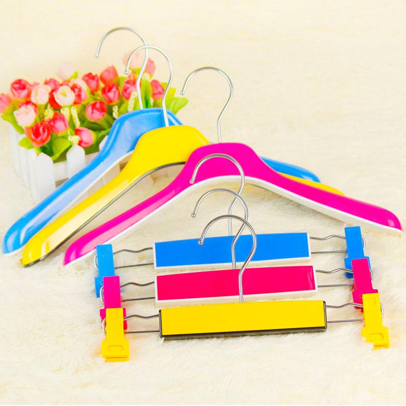 Multicolour plastic child hanger infant clothes slip-resistant children's cartoon clothing racks pants clip(China (Mainland))