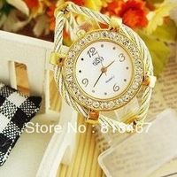 Wholesale Steel Band Ladies Quartz Wristwatch Luxury Bangle Watch Vintage Watch White And Black Dial Hours Hot Selling Clock