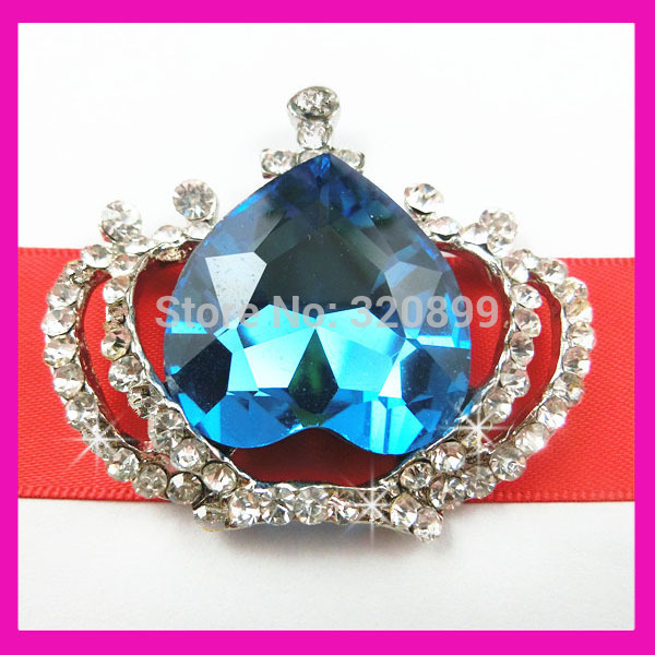 (AX56) Crown Rhinestone Brooch Make of Glass Bead in Heart &amp; Clear Rhinestone With Plat Back in Silver Base(China (Mainland))