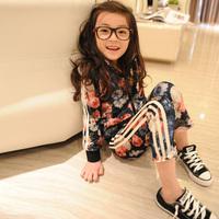 2013 spring female child girls flower set child sportswear 2 pieces sets : coat+pants
