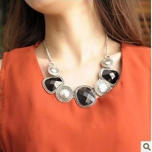 Recessionista fashion big chains vintage elegant gem vintage short necklace design necklace sweater