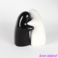 Free shipping High Qualit Cheap Price Wholesale 30pcs=15sets wedding favor cruet black & white hug   Pepper Salt  Shaker