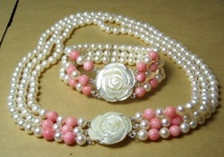 New Fashion Jewelry Sets Beautiful Rare natural white Pearl Pink Coral Necklace Bracelet shell flower clasp Set free shipping(China (Mainland))
