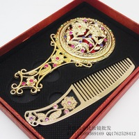 Random delivery Vintage cutout handle mirror comb set portable metal makeup mirror portable handheld mirror married mirror