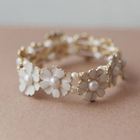 Min.order is 15 USD 75107 accessories little daisy pearl petal elastic bracelet female