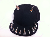 freeshipping New night pub Men/Women Spike Studs Rivet baseball Cap Punk Rock Hiphop flat hat with bling bling OX horn for man