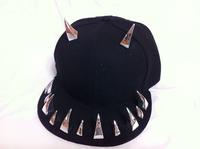 freeshipping New night pub Men/Women Spike Studs Rivet baseball Cap Punk Rock Hiphop flat hat with bling bling OX horn for man