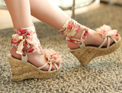 Wholesale shoes!Free shipping sandals summer 2013 sexy platform shoes, princess the flowers open toe platform wedges Sandals(China (Mainland))