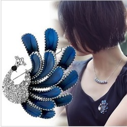 Min. order is $15 (mix order) fashion noble sparkling rhinestone peacock brooch silk scarf buckle(China (Mainland))