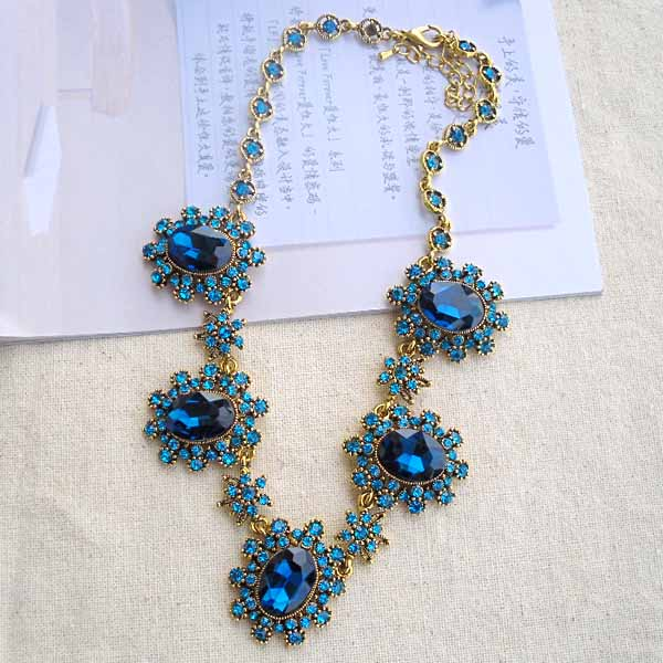 Fashion gem crystal wild flower necklace female short necklace(China (Mainland))