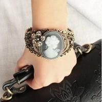 Vintage cutout 2101 sculpture luxury beauty head portrait of mary bracelet hand ring bracelet jewelry