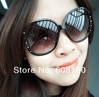 Rhinestone Rivet Vintage Black Round Frame Stylish Women&amp;#39;s Sunglasses Fashion Ladies Eyewear Free Ship