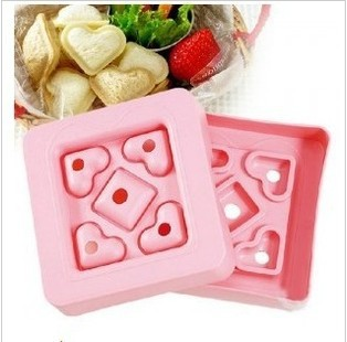 5In1 The Creative DIY Heart-shaped Plastic Sandwich Maker Mini Love Toast Mold Box Making Device With Cover 2pcs/lot wholesale(China (Mainland))