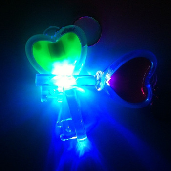 Free shipping Flash heart keychain child light-up toy novelty flashing lighting