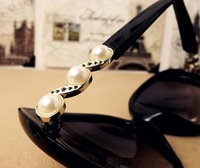 2013 Free Shipping Newest fashion resin Vintage Pearl Sunglasses Women Metal frog mirror #1315