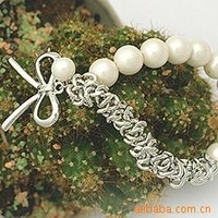free shipping SZ02 Stock manufacturers supply Korean version (silver or gold) bow white pearl bracelet jewelry wholesale