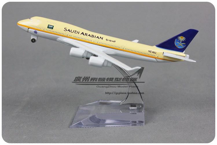 1:400 16cm Airplane Model Saudi Arabia Air Airlines Boeing B747 400 Airways Aircraft Jetliner Alloy Plane Model Diecast Souvenir(China (Mainland))