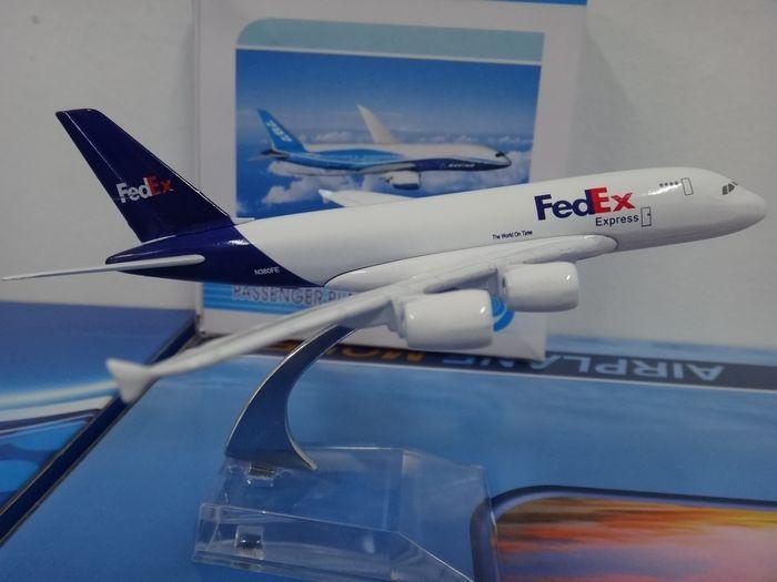 1:400 16cm Airplane Model Air Fedex Airbus A380 Airways Aircraft Alloy Airways Plane Model Diecast Souvenir Toy Vehicle Gift(China (Mainland))