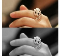 Christmas Gift Free shipping Year of the Snake jewelry popular Elegant small white snake enamel jewelry rings (Min order $ 5)