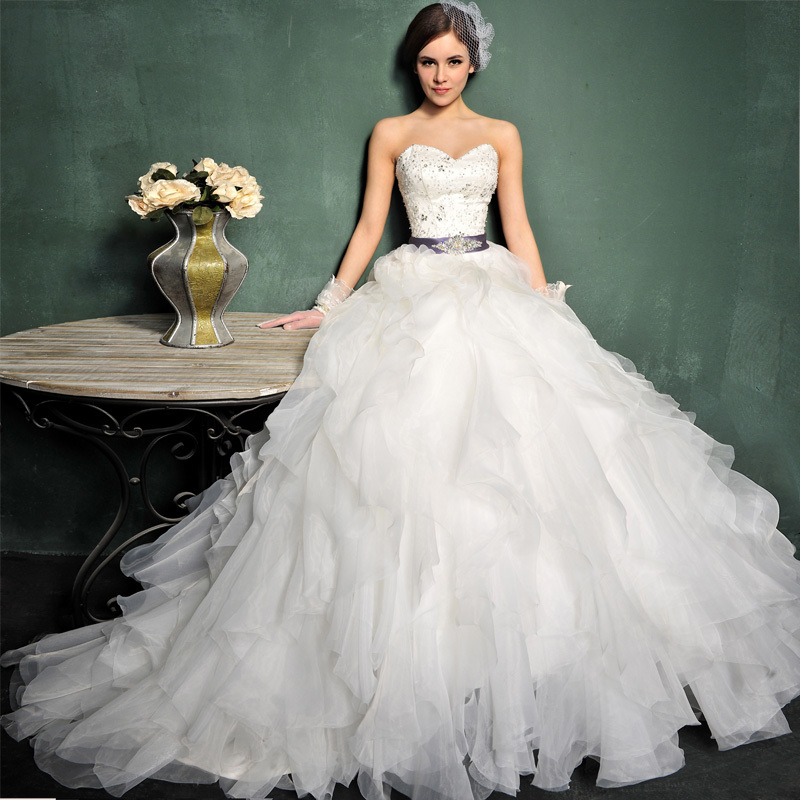 2013 Newest Vintage Royal Luxury Swarovski Crystal Decorated Lotus Leaves Design Wedding Dress s660(China (Mainland))