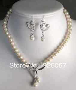 Set of 8-9mm Freshwater Pearl necklace & earring Fashion jewelry