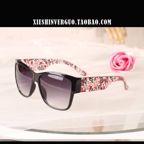 Free shipping New arrival love story brief vintage lovers sun glasses multicolor(China (Mainland))