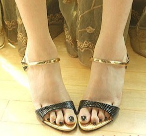 White black serpentine pattern brief button belt thin heels sandals ladies gentlewomen princess sandals high-heeled shoes(China (Mainland))