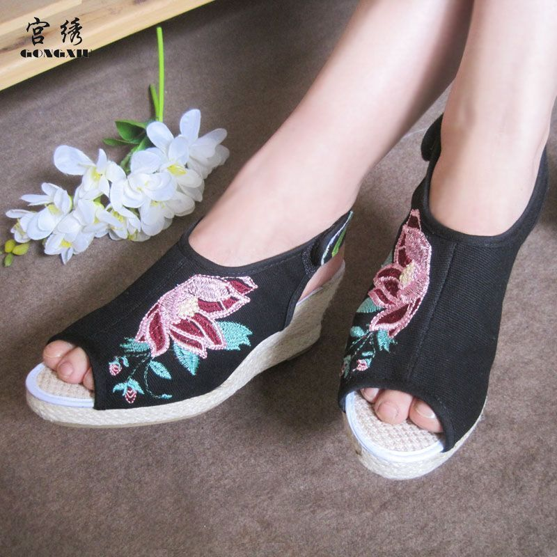 Free shipping 2013 new fish head shoes women embroidered shoes old Beijing shoes wedge heel(China (Mainland))