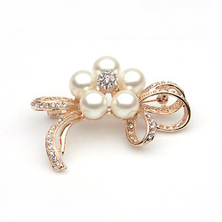 Beautiful Quality Vintage Rhinestone Pearl Fashion Brooch&Cape Buckle Female Noble Brooch Gift Jewelry 1PC(min order>$10)(China (Mainland))