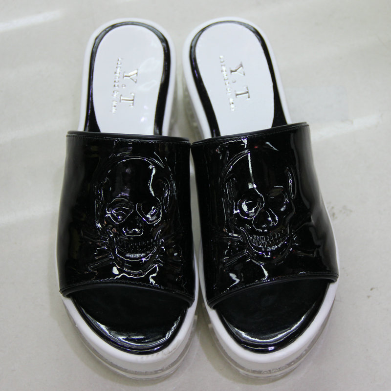 Free shipping New arrival 2013 y . t fashion trend of the skull casual slippers crystal female(China (Mainland))