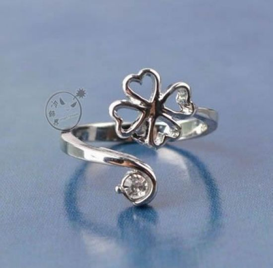 Ring diamond pinky ring accessories bee four leaf clover finger ring(China (Mainland))