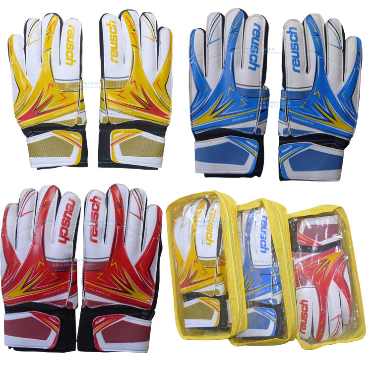 The gantry gloves goalkeeper gloves football game gloves with finger guard / with wrist goalkeeper gloves(China (Mainland))