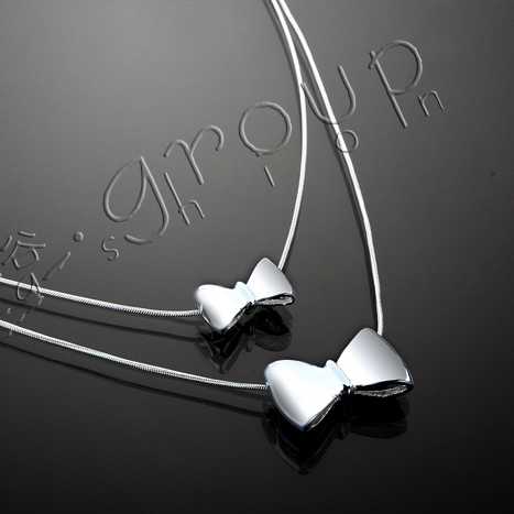 Sweet gentlewomen accoutering silver plated bow pendant double layer short design necklace chain female(China (Mainland))