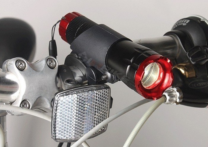 Free Shipping Red Head Bike LED Bicycle Front Light CREE Q5 LED Flashlight 240 lm Torch 3 modes + Clip(China (Mainland))