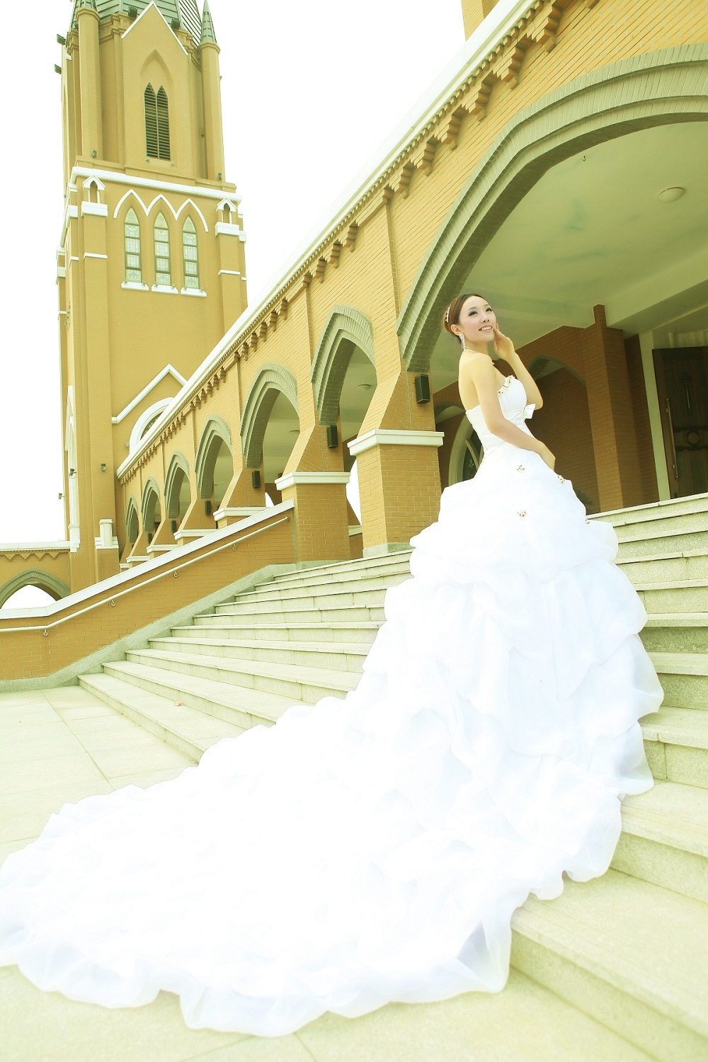 New arrival 2013 quality beautiful wedding dress train f4 train wedding dress(China (Mainland))