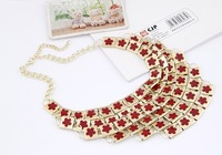European and American fashion temperament wavy metal exaggerated stereo plum flower square fitting short necklace