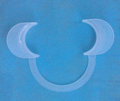 Dental Intraoral Cheek Lip Teeth Retractor Opener Brac C_Shape Medium Size White(China (Mainland))