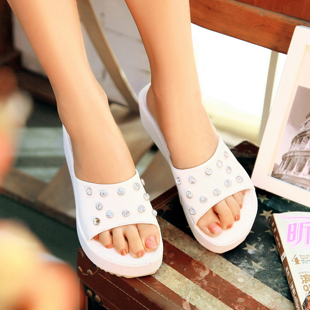 Free shipping Shining rhinestone all-match 2013 platform comfortable platform shoes slip-resistant female slippers(China (Mainland))
