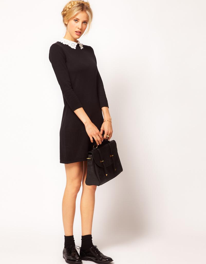 Черное платье с воротом