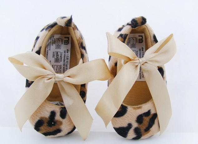 Free shipping.Tied ribbon.Leopard Pattern baby shoes(China (Mainland))