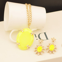 Free shipping Min Order $5 Hot-selling female medium-long fashion vintage neon color gold chain pendant necklace
